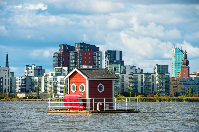 Ця будівля – не просто крихітний будиночок посеред озера. Те, що ховається всередині нього – неймовірно …(+ФОТО)