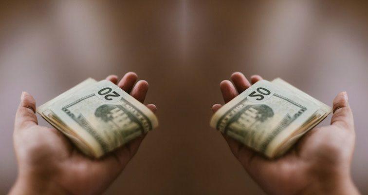 Чи можна купити щастя за гроші? Так, якщо витрачати їх правильно!