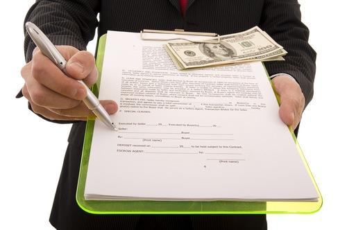 З 1 листопада українці не можуть вступити у спадок і укласти договір дарування майна
