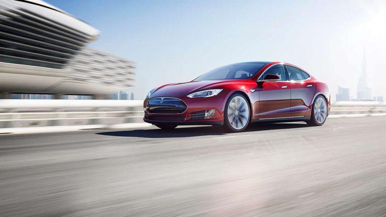 Tesla почала випуск повністю автономних автомобілів