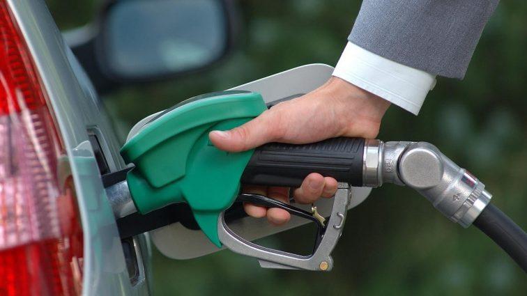 Експерти розказали скільки коштуватиме бензин в 2017 році