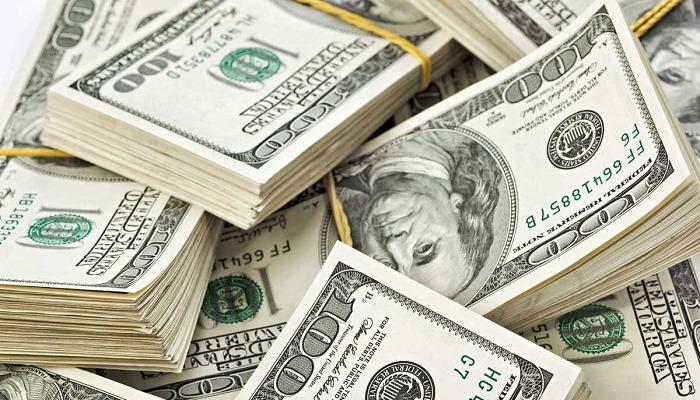 Якими будуть зарплати українців, якщо долар підскочить до 35 гривень?