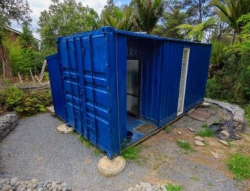 Сусіди не розуміли, навіщо вона перебралася жити з дому в контейнер. Побачене в контейнері їх вразило (ФОТО)