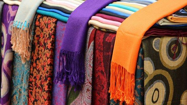 Психологія яскравих шарфів: те, як ви їх зав`язуєте, багато про вас розповість