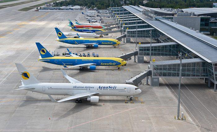 Полетіли: Заступника керівника львівського аеропорту зловили на хабарі