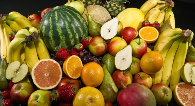 Франківська лікарка пояснила, чому не можна їсти ранні фрукти та овочі