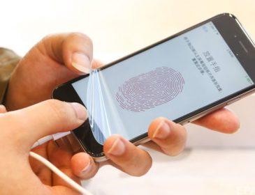 Гройсман анонсував запуск в Україні цифрового підпису в паспортах і мобільних