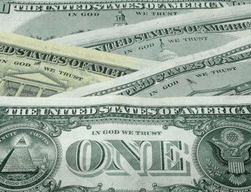 Експерт розповів, хто і навіщо опускає долар