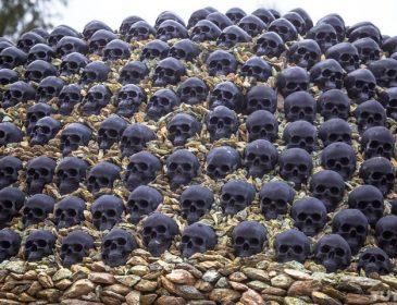 """""""З кісток і черепів"""": Бізнесмен побудував будинок який жахає його сусідів! (Фото)"""