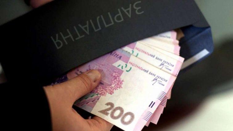"""""""Замість пенсії…"""": українцям розповіли, чим для них обернеться """"зарплата у конвертах"""""""