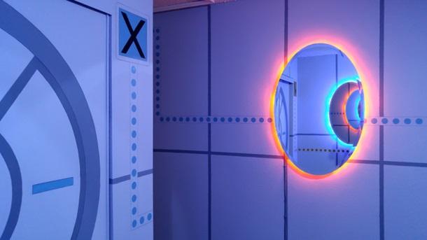 Кімната у стилі улюбленої гри сина – Portal