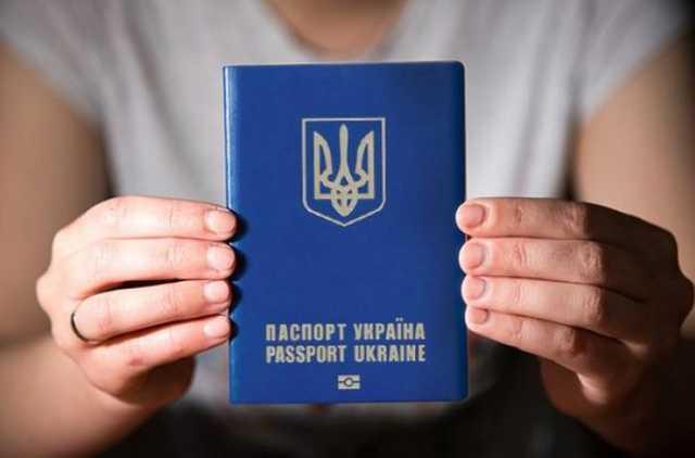 Ажіотаж стихне: коли зменшаться черги на біометричні паспорти?