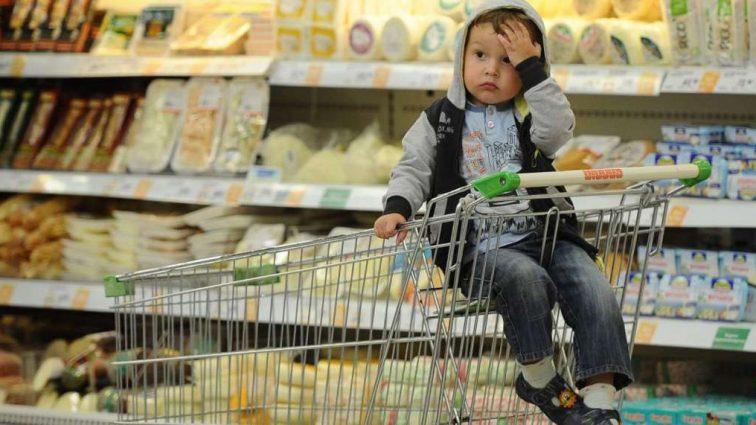 Свіжі дані про витрати українців: ціни на продукти обганяють Європу, зарплати пробивають дно