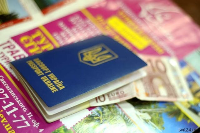 """""""Довідка має бути легалізована"""": Українських заробітчан заставляють декларувати свої доходи"""