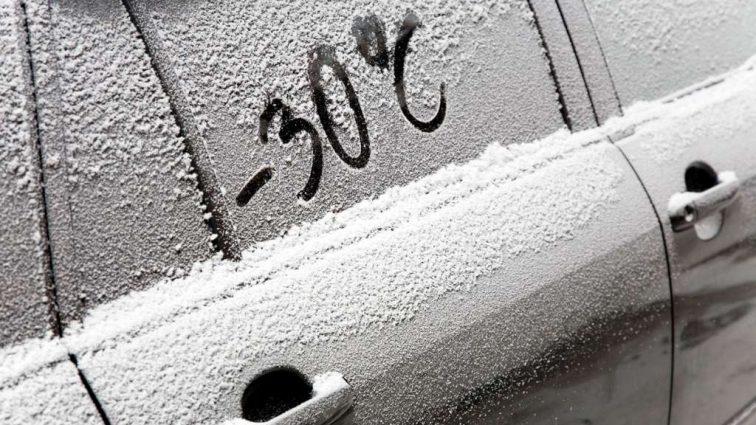 """""""Зима не відступає"""": дізнайтесь, що робити, якщо замерзла машина"""