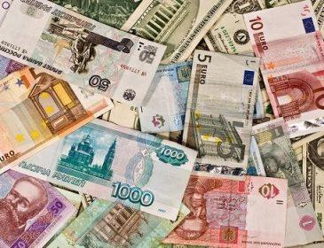 Світові експерти розповіли, яку валюту краще купляти у 2018