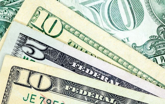 Долар подешевшав: офіційний курс валют на четвер, 22 березня