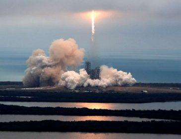 SpaceX перенесла запуск супутника: дізнайтесь причину