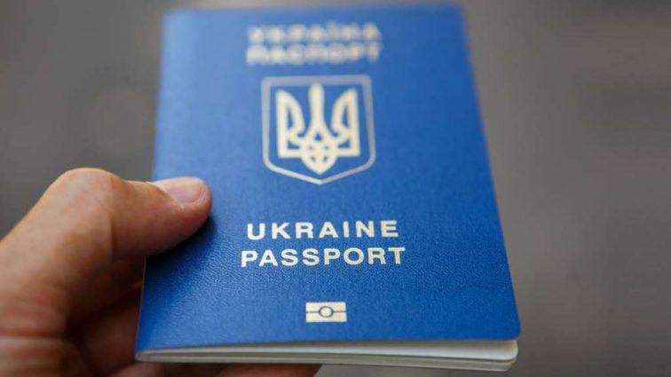 Біометричний закордонний паспорт в Україні. Які нюанси варто знати, щоб швидко отримати документ