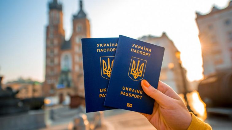 З біометричним паспортом українці можуть подорожувати не тільки країнами ЄС