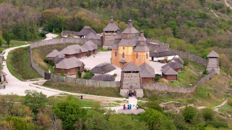 """""""Одне із семи див України"""": чим острів Хортиця приваблює туристів щороку?"""