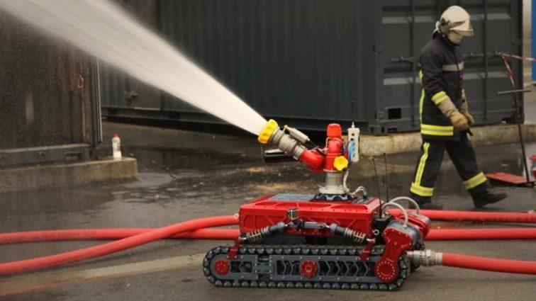Японські інженери створили пожежного-робота, який може у повітрі гасити вогонь