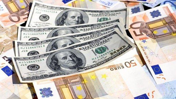 Які зарплати отримують президенти у Центральній Європі і у кого найвища