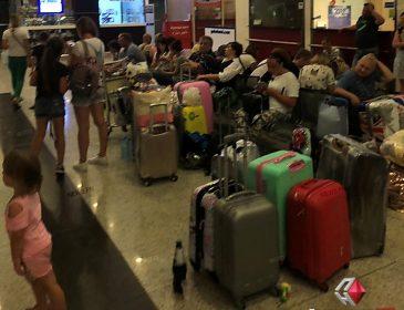 У Батумі застрягли українські туристи: сплять на валізах, є травмовані