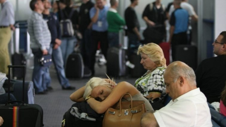 """""""Тримали без води і без їжі!"""": Черговий авіаколапс з українцями в Єгипті"""