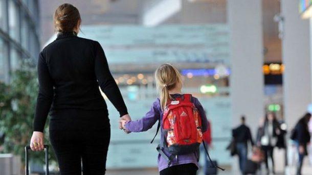 Новий закон для батьків: вивозити дітей за кордон тепер доведеться за іншими правилами