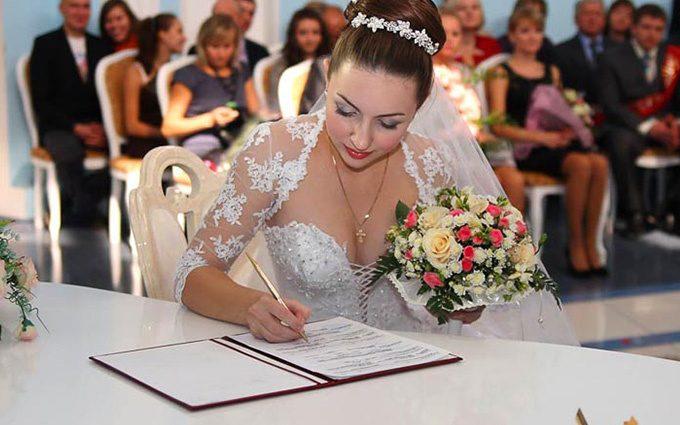 Весілля за одну гривню! Адвокат розкрив всі корупційні схеми