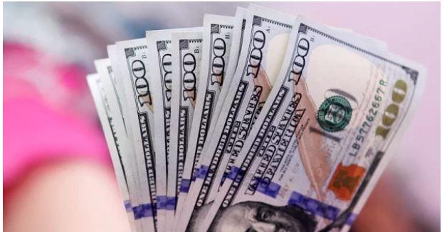 Стало відомо, як світове зростання курсу долара вдарить по гривні