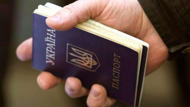 """""""Зареєструвати дитину і оформити паспорт"""": Сім послуг, які ви не отримаєте, якщо мешкаєте не за пропискою"""