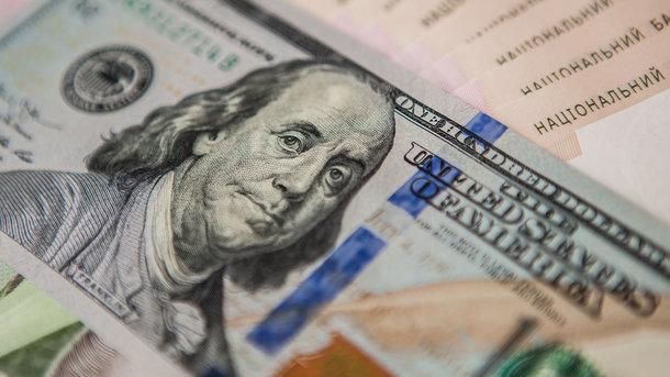 Долар знову продовжує рости