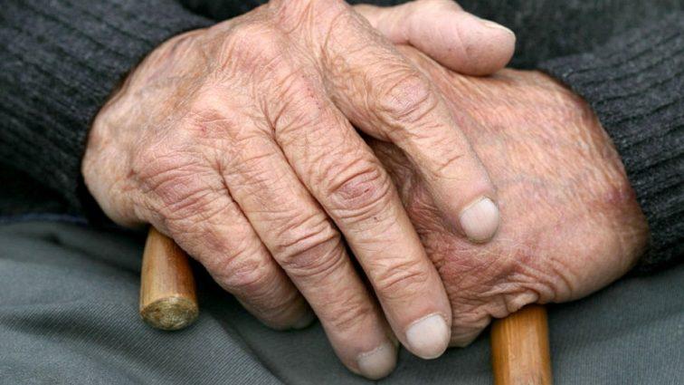 Допомогу матимуть не всі: кому з українців підвищили пенсійний вік?