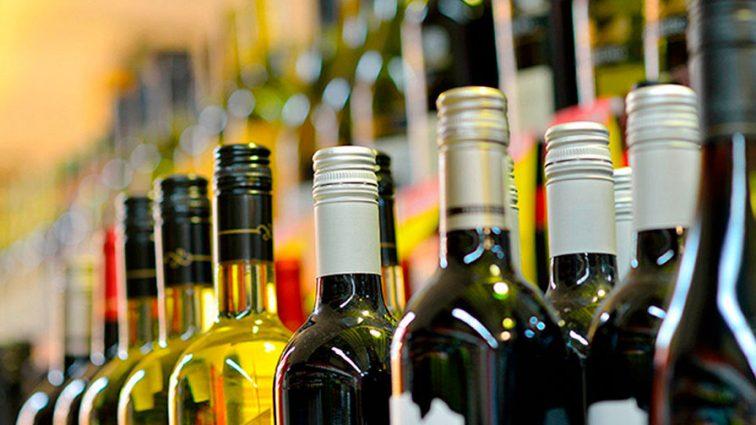 """Ціни на алкоголь """"злетіли"""" майже на 20 відсотків: скільки тепер платитимемо?"""