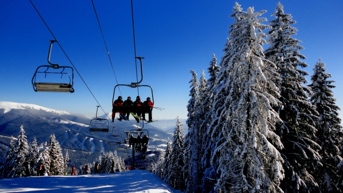 Куди поїхати відпочивати на зимові свята в Україні?