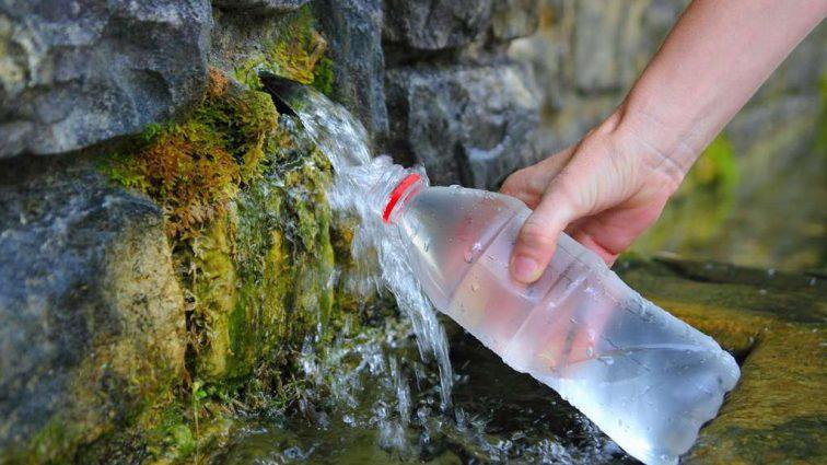 """Значна частина """"джерельної"""" води в Україні насправді розливається з-під крана"""