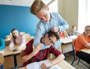 Українців вперше покарають за булінг у школах: суд виніс рішення