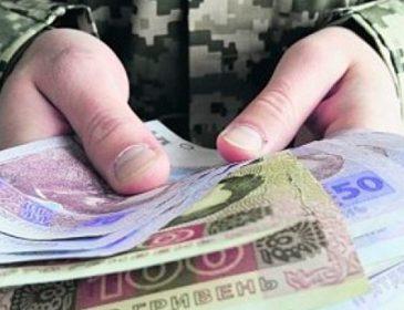 """""""Комусь 3, а комусь 8 тисяч гривень"""": Як українцям отримати допомогу від держави"""