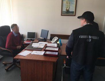 Спіймали на хабарі: посадовець одеської митниці вимагав гроші за розмитнення авто