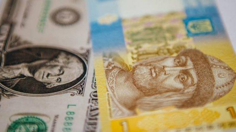 Скільки коштує сьогодні: долар в Україні подешевшав