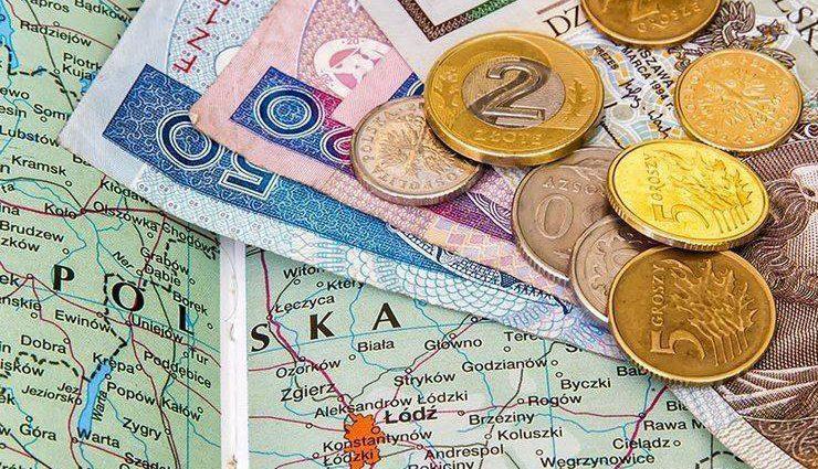 """""""Вистачить на достойну старість"""": На яку пенсію можуть розраховувати українці у Польщі"""