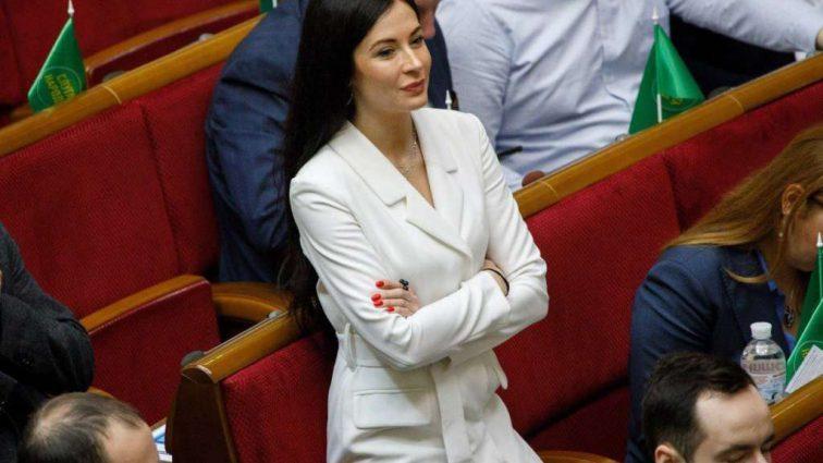 Нардеп Ольга Савченко буде працювати на Ахметова! ЗМІ викрили несподівані деталі